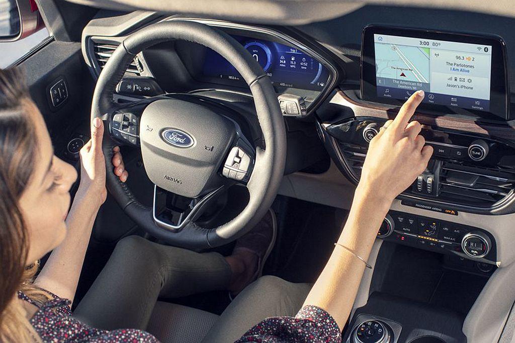 Ford Escape SE車型具備Apple CarPlay與Android ...