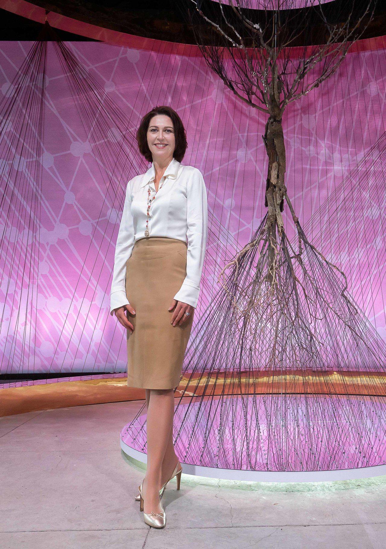 克蘭詩國際傳播總監Marie Helene Lair出席活動,傳達 V 型抗引力...