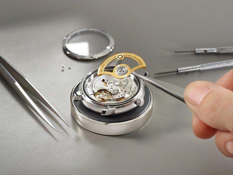 梅花表自製機芯T10採用32顆寶石並使用自動盤陶瓷滾珠,使機芯使用壽命更長。圖/...