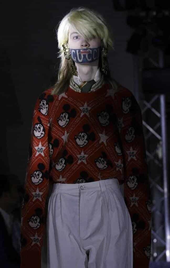 GUCCI把米老鼠用在包款、服裝上,無論是單一圖騰或是滿版的呈現方式,相信一定又...