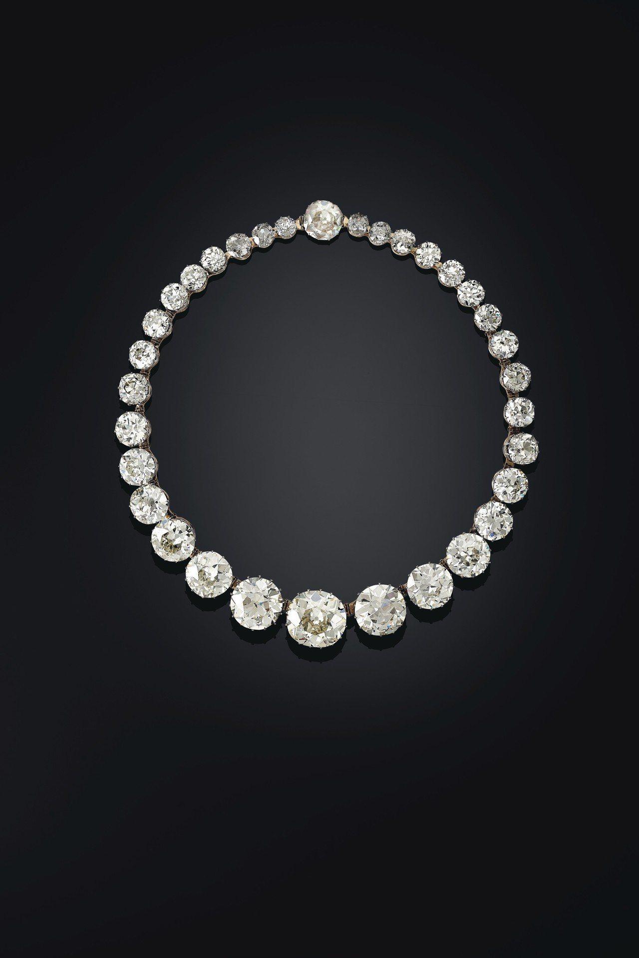 1890年代海德拉巴的戈爾康達鑽石Rivière項鍊,最大的七枚鑽石分別重9....