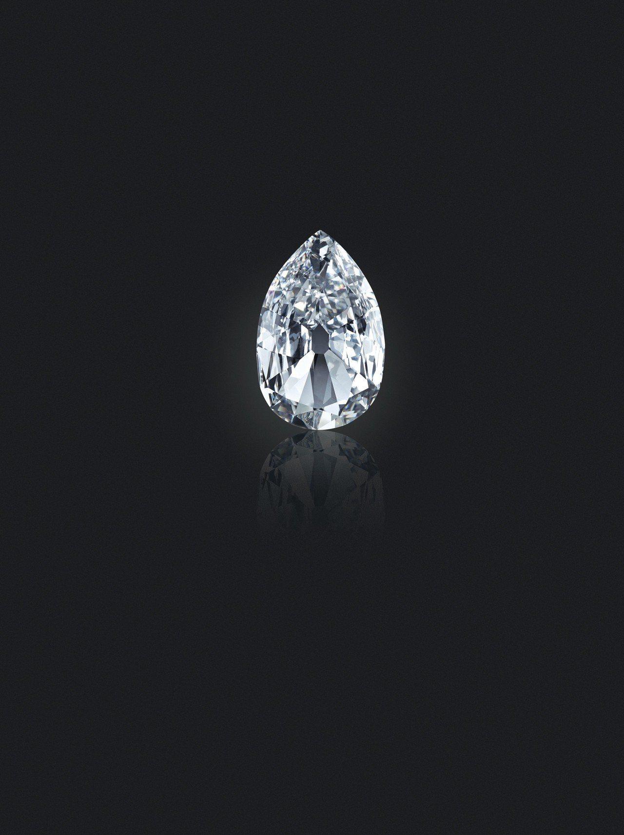 17.21 克拉的「Arcot II」鑽石,D色內部無瑕,,是當時印度獻給英王喬...
