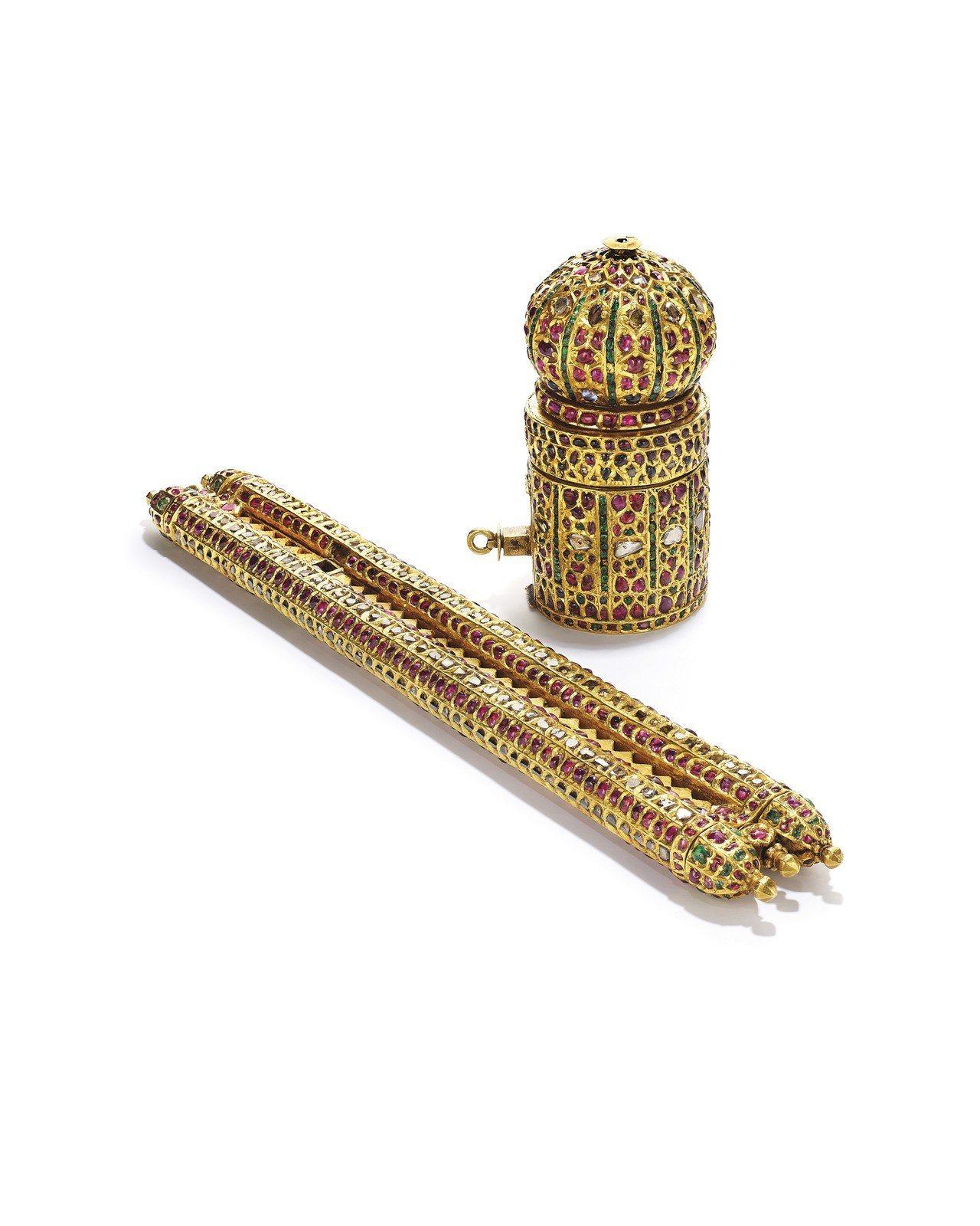 16世紀晚期印度北部或德幹筆盒及墨水瓶。圖/佳士得提供