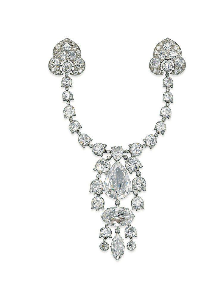 美好年代緞帶結胸針,1912年巴黎卡地亞作品,最大幾枚鑽石分別為 34.08, ...