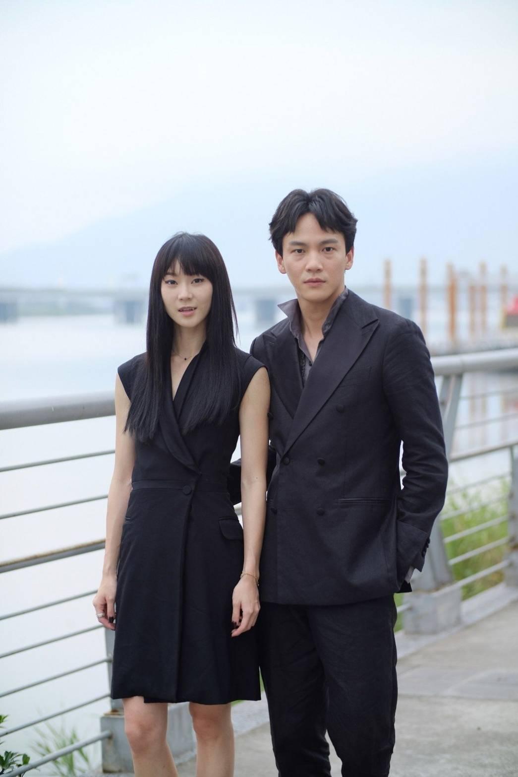 鍾瑶(左)認了與曹晏豪「嘗試交往中」。圖/光譜映像提供