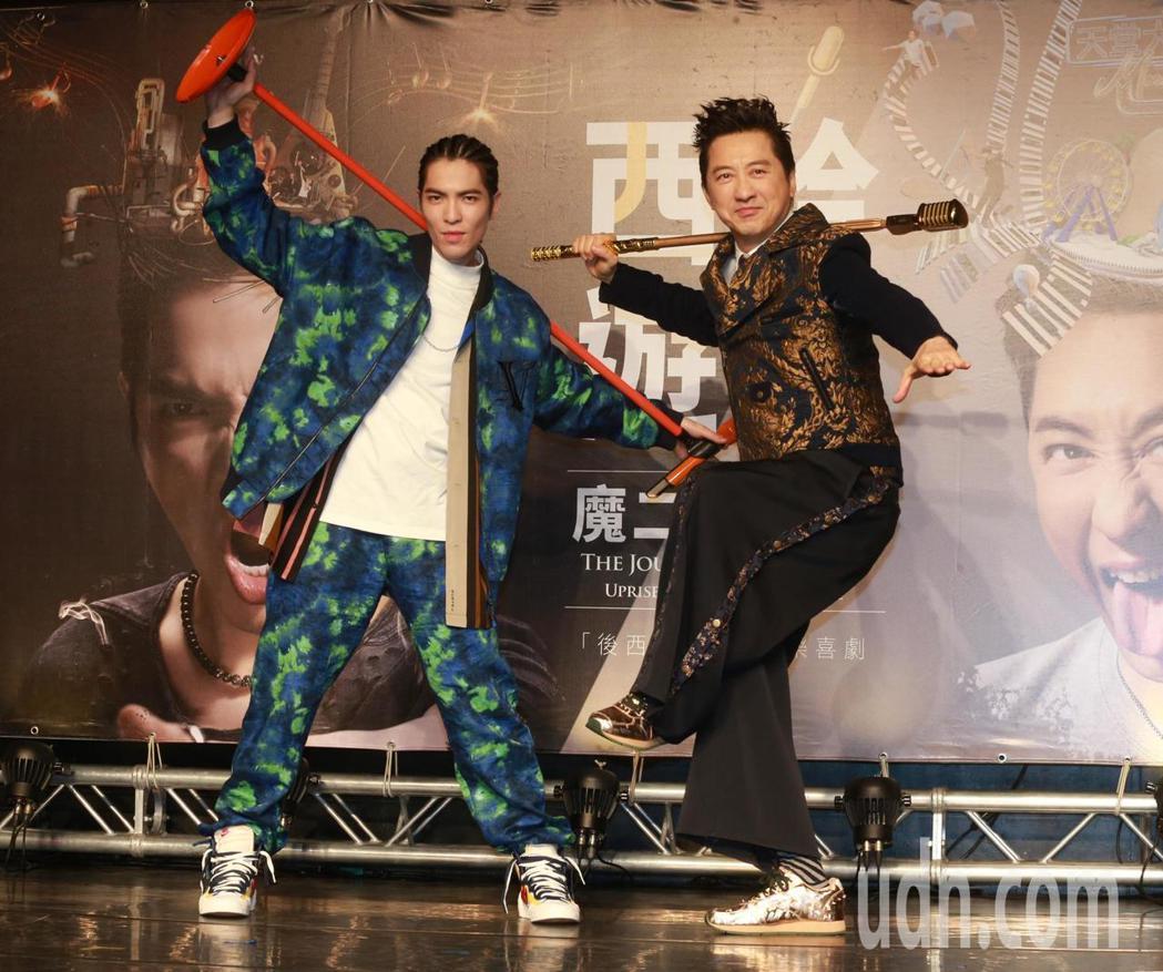 孫悟空(庾澄慶,右)取經千年後,遇上而飾演魔二代「火孩兒」的蕭敬騰(左),衝撞出