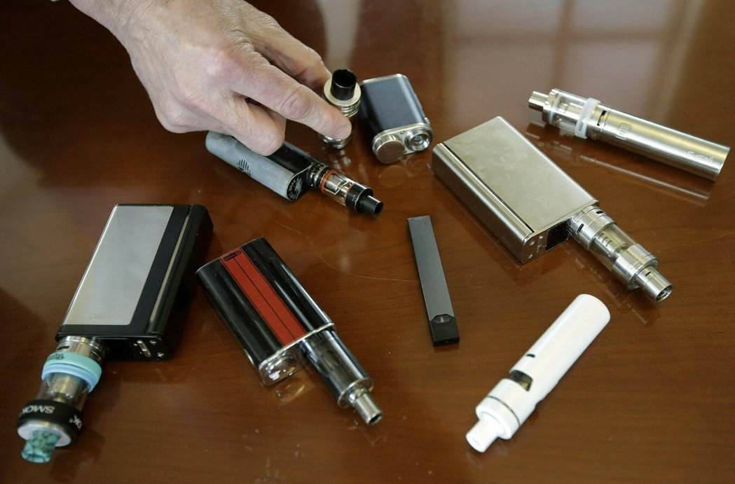 電子菸恐含微生物汙染,研究顯示人類暴露於這些微生物毒素會產生很多健康問題,包括哮...
