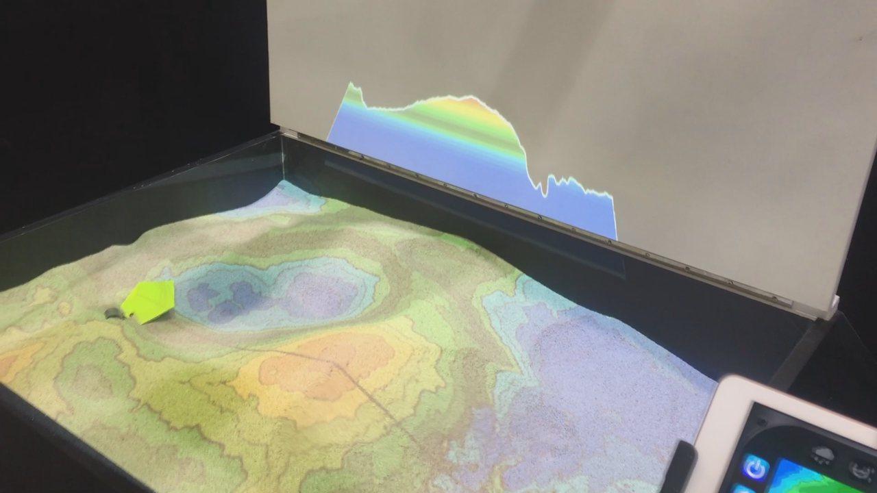 科技公司結合科技及互動沙地,讓地理課立體起來。記者張語羚/攝影