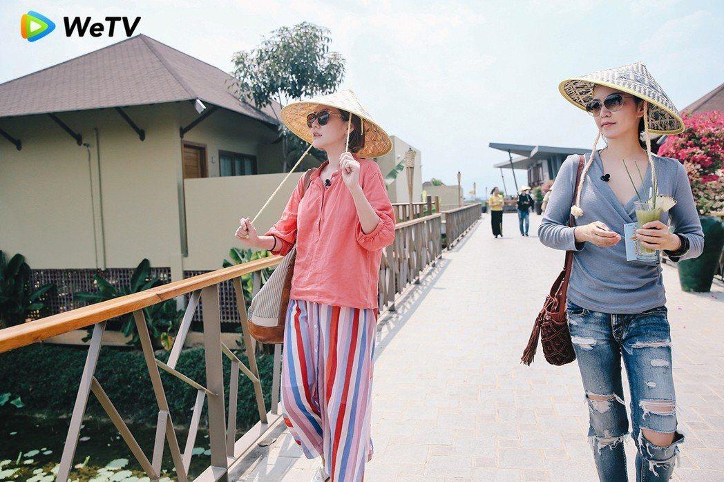 小S(左)與阿雅在「我們是真正的朋友」展現姐妹情誼。圖/WeTV提供