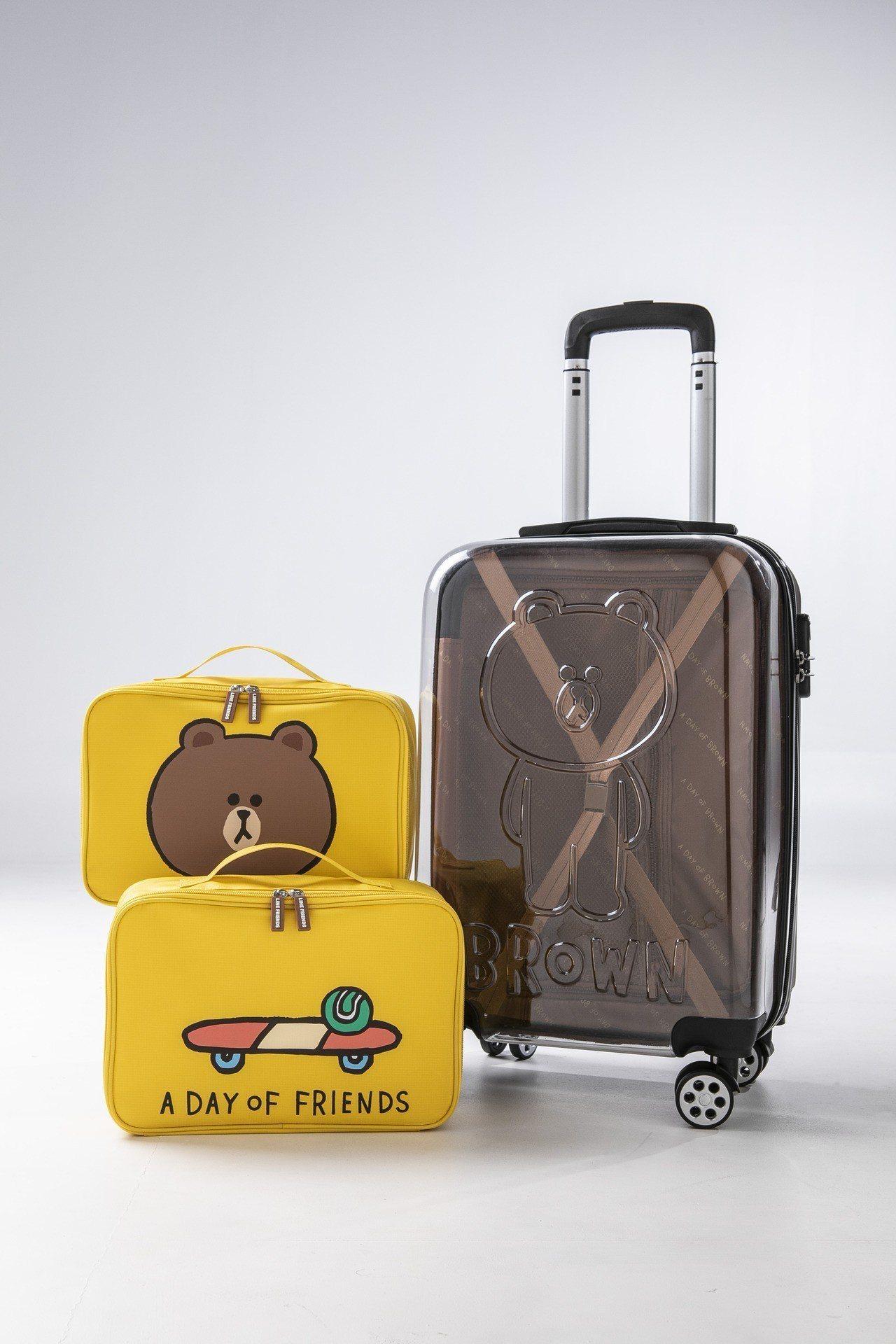 「看透心事登機箱」採用熊大透明浮雕設計,並內附兩個大容量收納袋。圖/屈臣氏提供