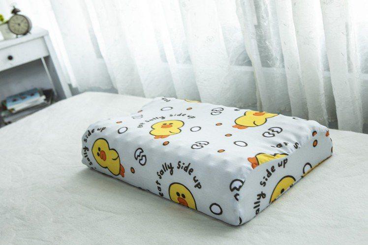 屈臣氏LINE FRIENDS「屈屈小旅行」集點-「好夢乳膠枕」包含枕頭與枕套,...