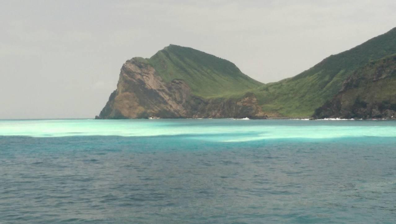 龜山島賞鯨船解說員的賴怡夙發現,今年3月龜山島開放登島以來,海底溫泉噴發的狀況比...