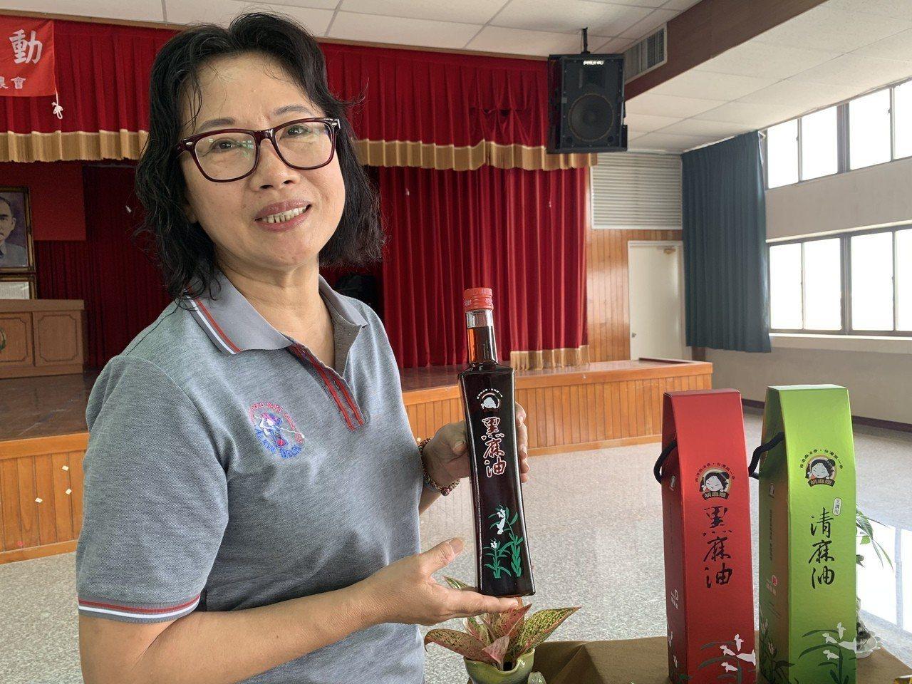 台南西港區農會總幹事陳月英是最資深女性總幹事之一,成功建立「胡麻嫂」品牌,把西港...