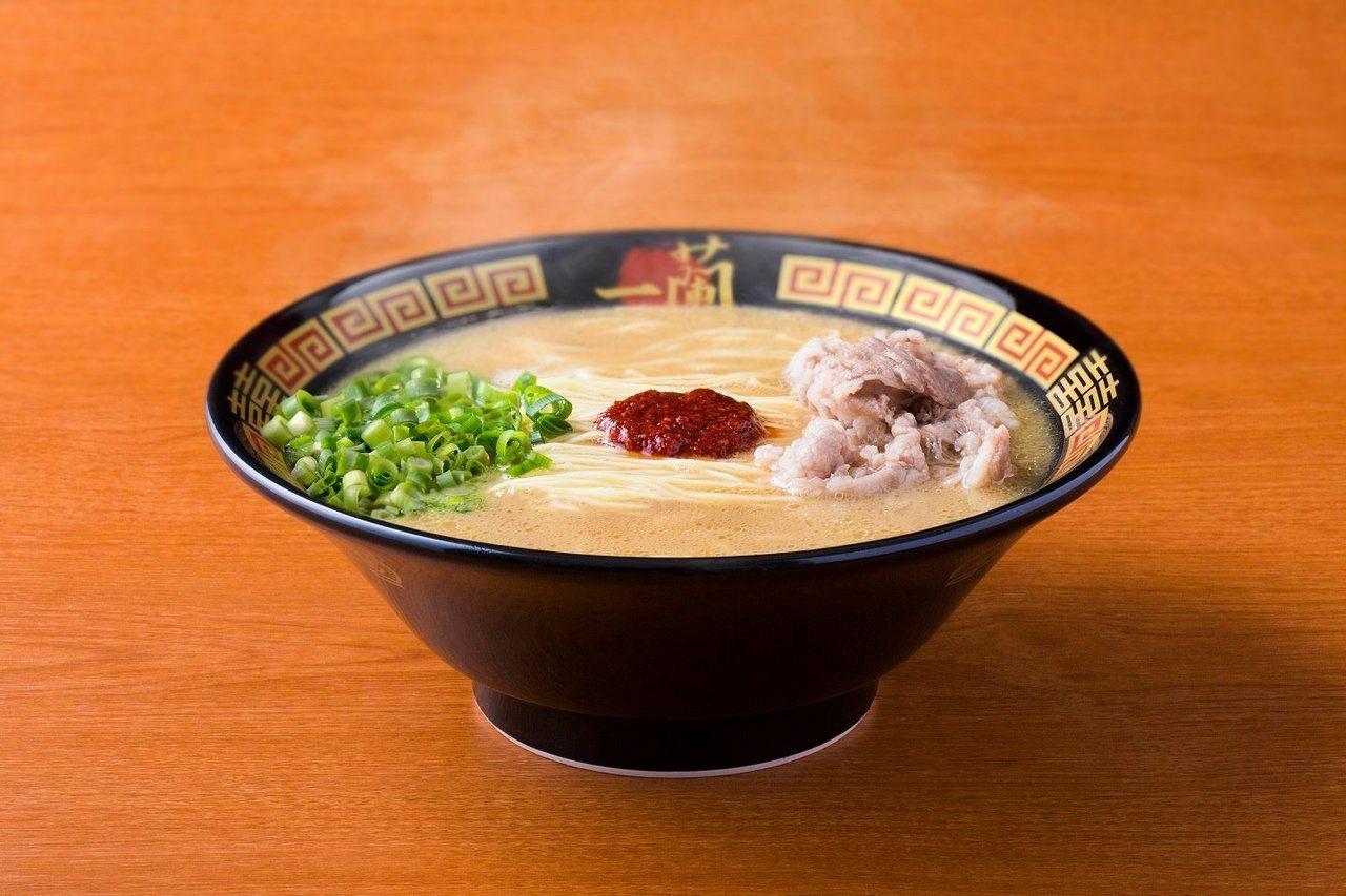 一蘭使用雞湯、牛肉等元素,推出「100%不含豚骨」的拉麵。圖/取自天然とんこつラ...
