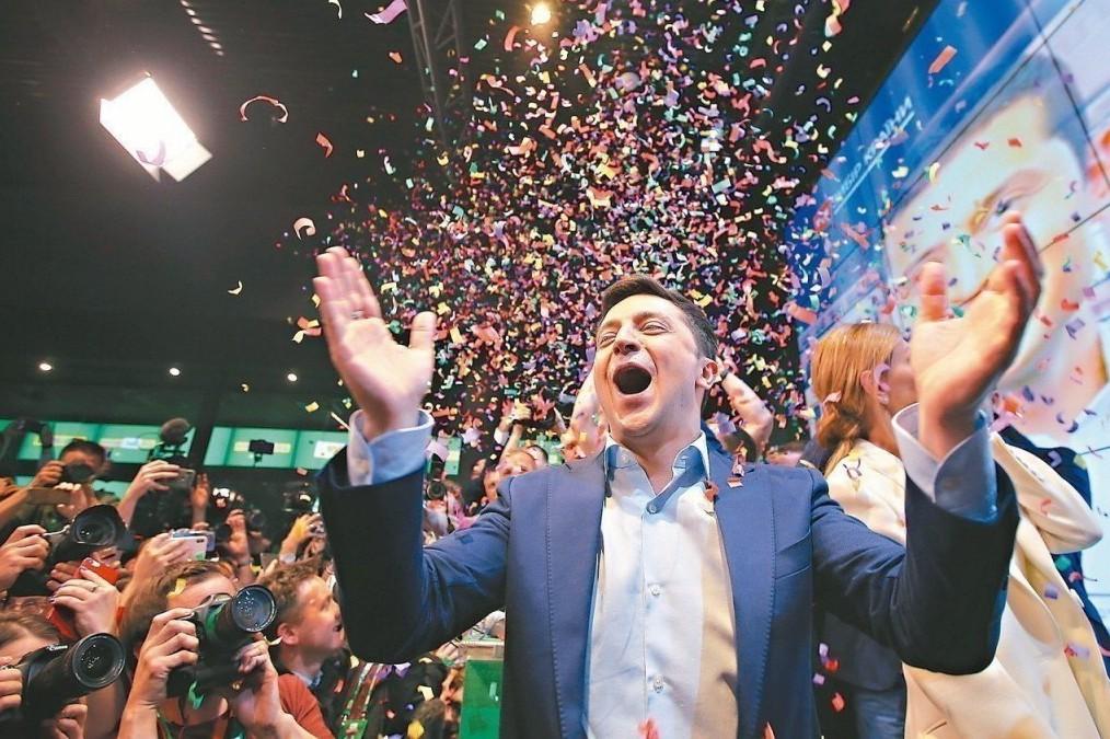 澤倫斯基當選烏克蘭總統,他希望掌權者在辦公室不掛總統肖像,而是放上自己孩子的照片...