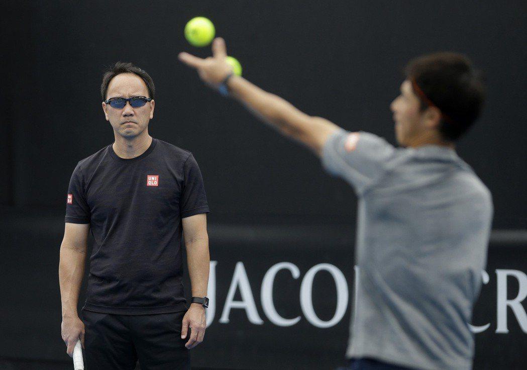 張德培(左)目前擔任日本好手錦織圭(右)的教練。(美聯社)