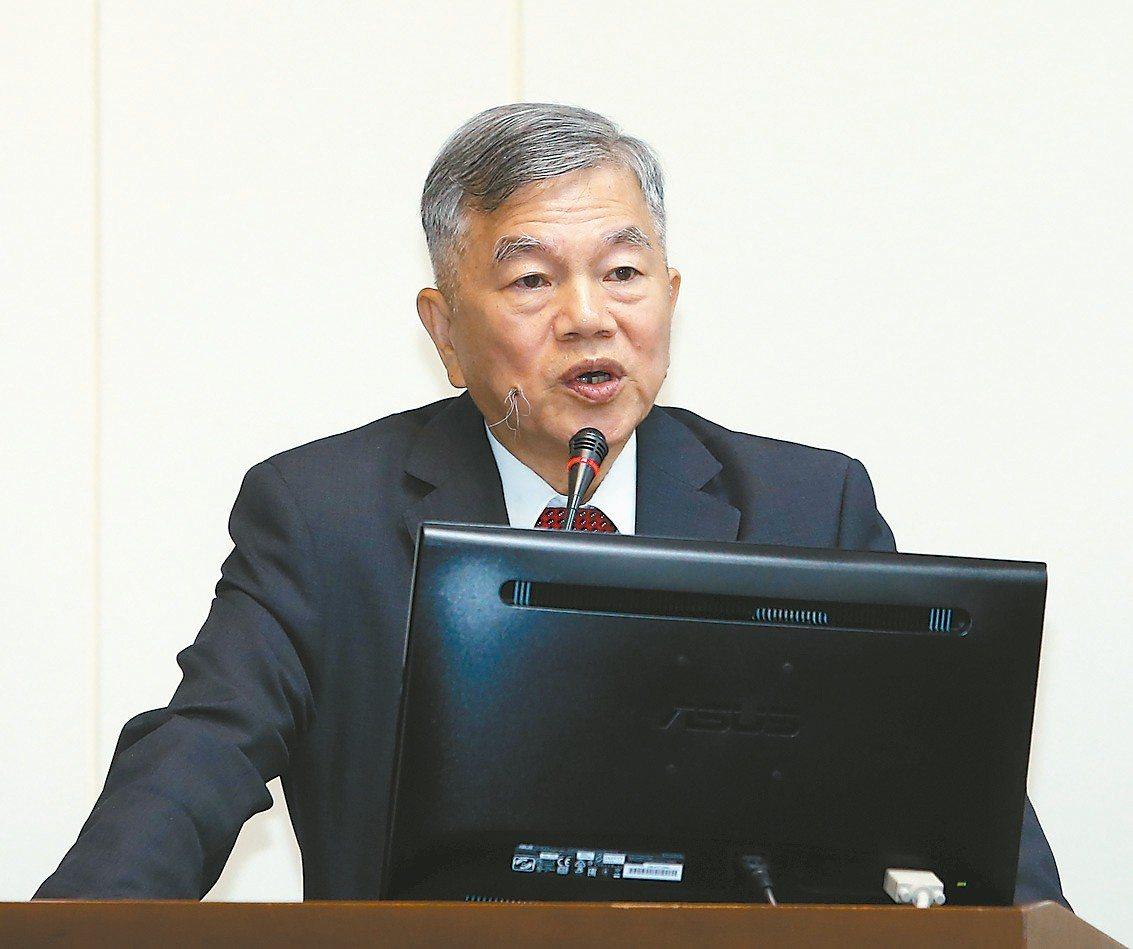 經濟部長沈榮津提醒,5G前瞻技術的擁有者一定要多元布局,不可孤注一擲。 記者曾吉...