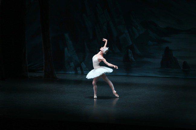 來自俄羅斯聖彼得堡芭蕾舞團的首席女伶—伊蓮娜.歌勒妮高娃,便是運用舞蹈,將屬於自...