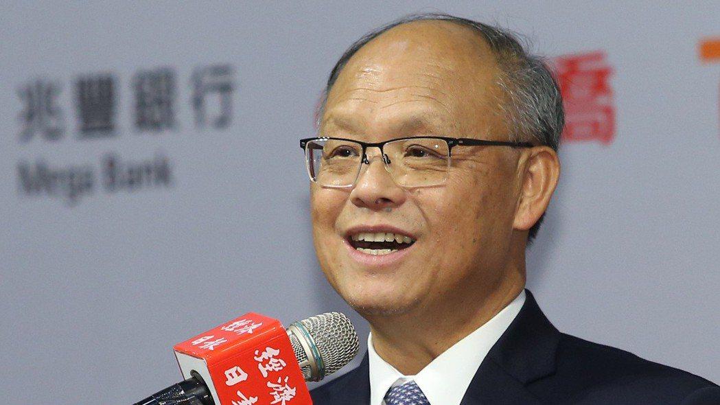 行政院政務委員鄧振中,在「2019贏在新南向高峰論壇」致詞。 記者林澔一/攝影