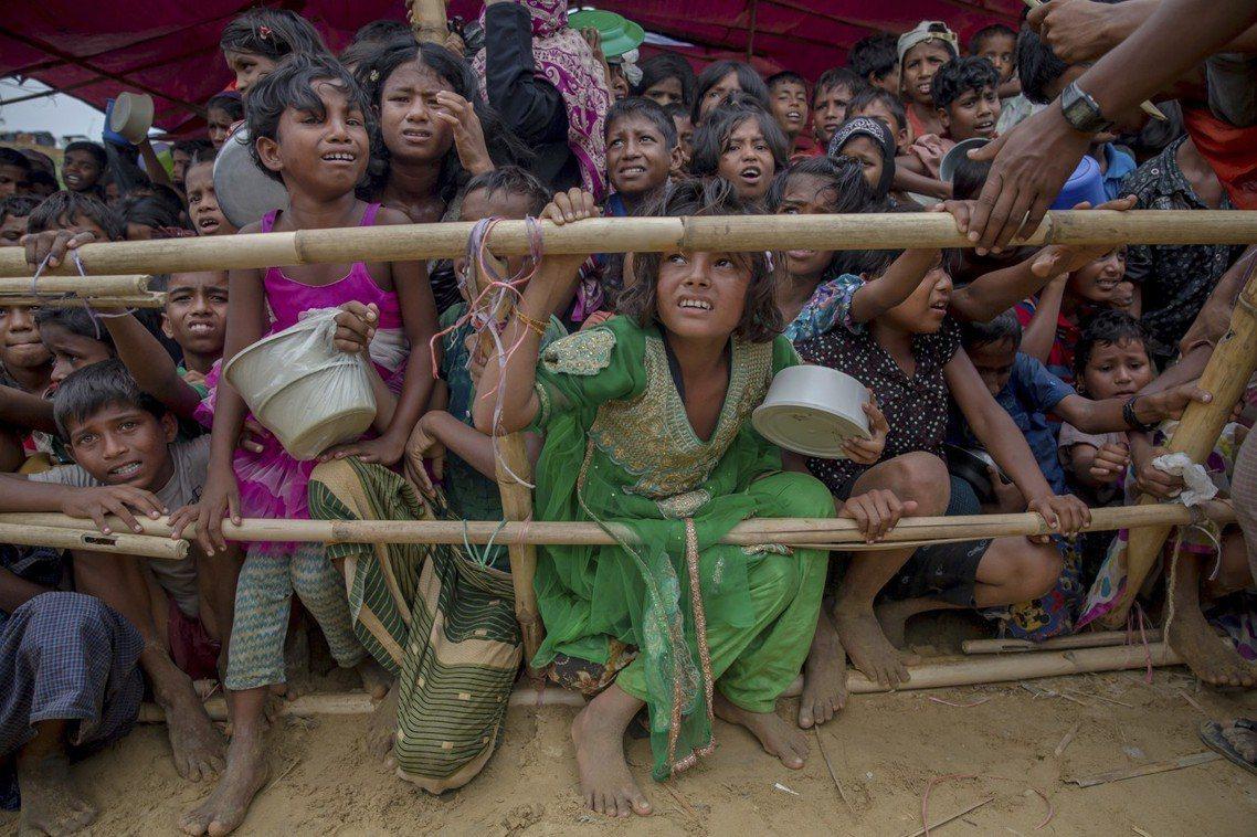 圖為緬甸的羅興亞人難民。威拉杜大力支持迫害羅興亞人,被視為助長屠殺的輿論幫兇。威...