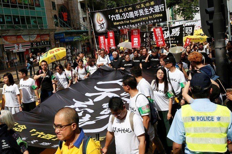 2019年5月26日,香港支聯會舉行紀念六四30週年遊行。 圖/路透社