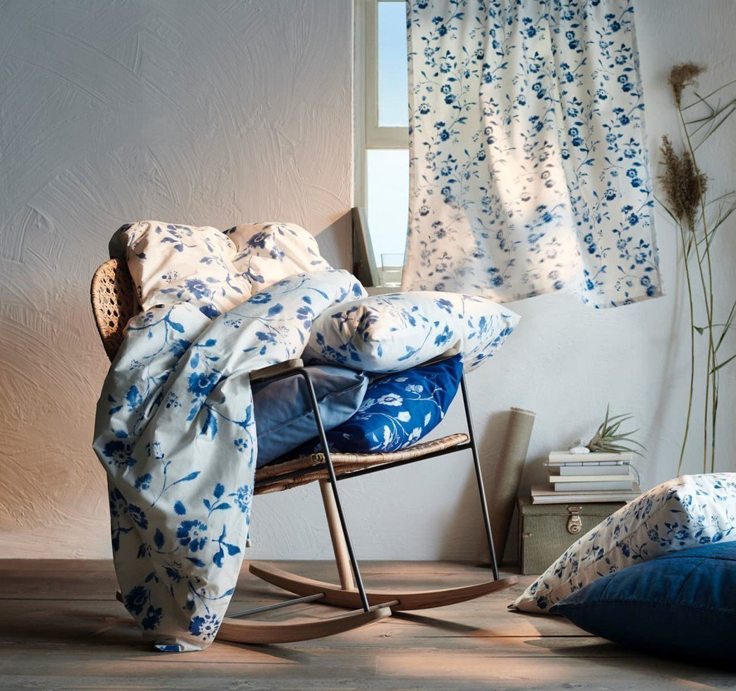 IKEA今夏推薦自然療癒色系,以藍色為基底,搭配灰白中性色或亞麻色,營造充滿安全...