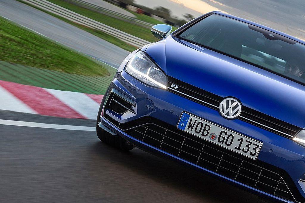 福斯性能旗艦Golf R將隨著車系大改款進入新世代車型,但到底會有多少性能與操控...