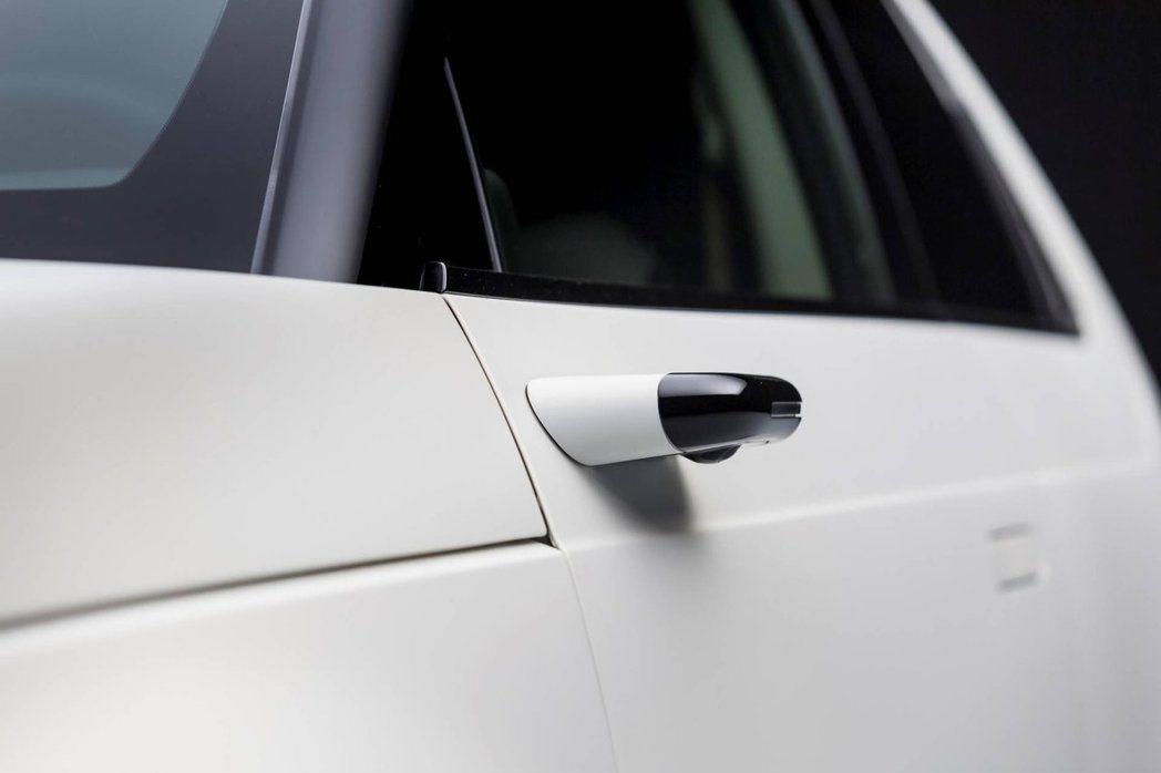 Honda e原型車上的數位後視鏡,不僅確認留在量產版車型上,更被原廠直接列為標...