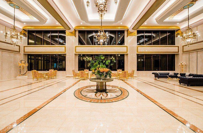 中悦建設機構素有「豪宅一哥」之稱,圖為最新推案「中悦學府公園」大廳。 圖/中悅學...