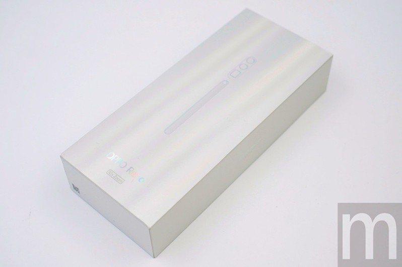 包裝盒與標準版相同,但表面印製鏡頭圖像有些不同