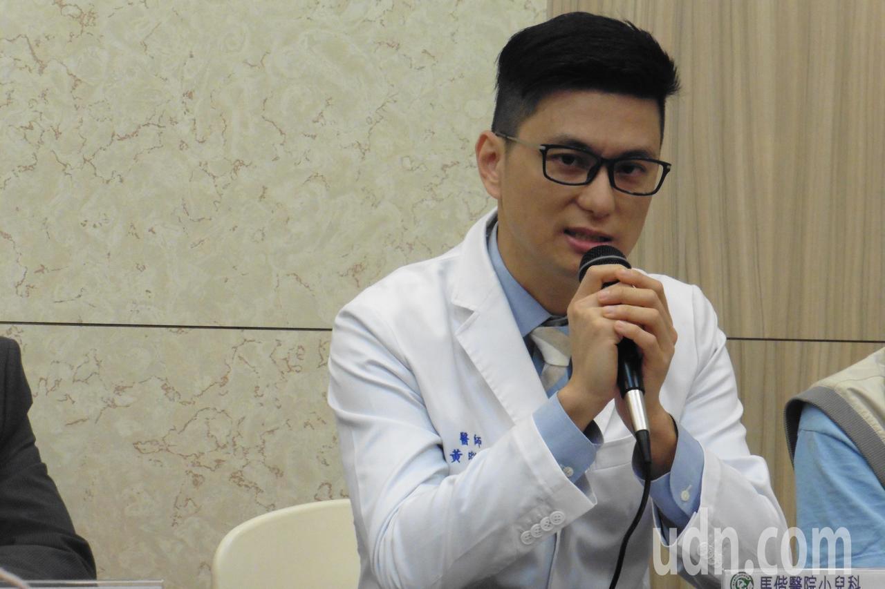 馬偕醫院小兒科主治醫師黃瑽寧認為,陪伴孩子,父母要無條件放下手機。本報資料照片