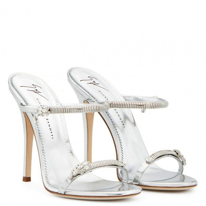 蔡依林兩腳鞋子不對稱?Red Velvet瑟琪也這樣穿
