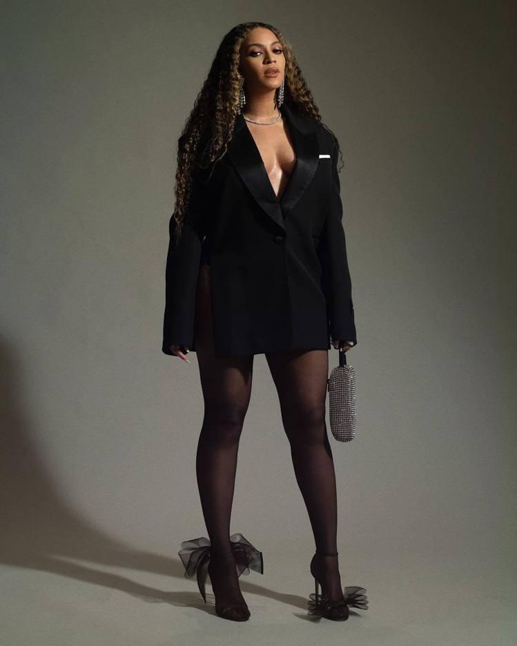 西洋天后碧昂絲也搶穿Aveline系列黑色鞋款。圖/摘自IG