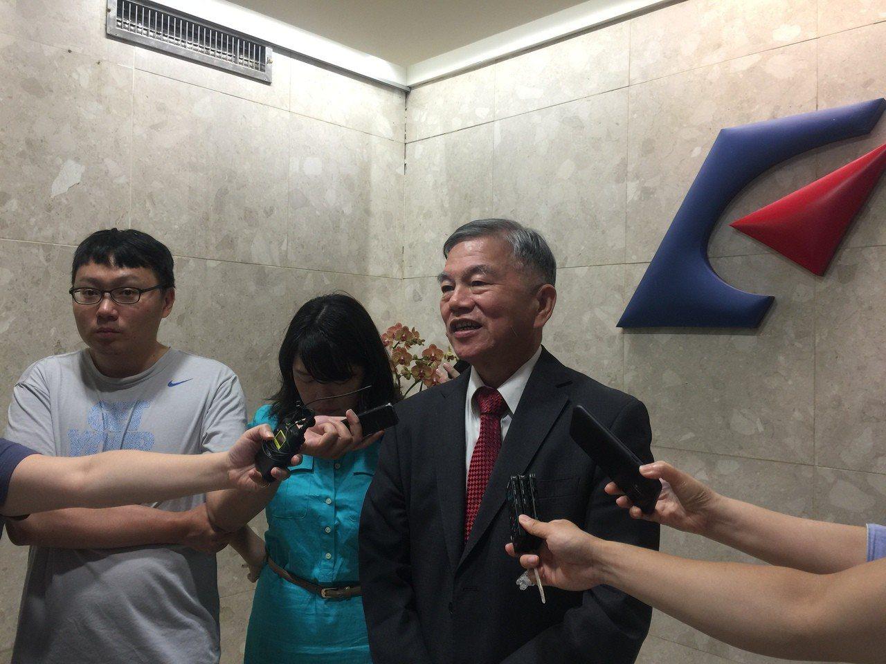經濟部長沈榮津今天出席經濟部務會議前受訪。記者張語羚/攝影