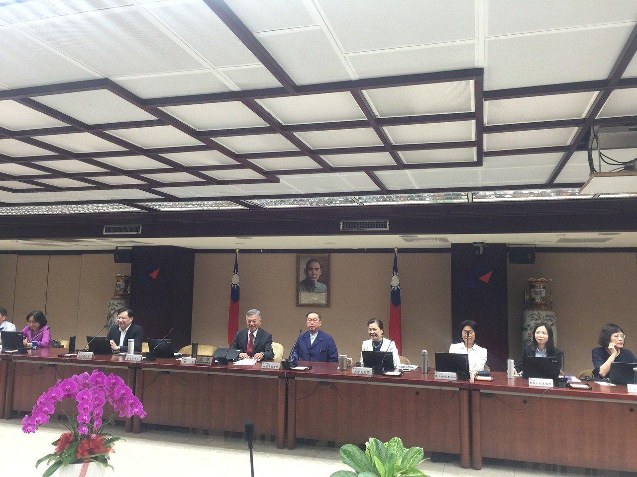 經濟部長沈榮津邀請廣達董事長林百里出席經濟部務會議。記者張語羚/攝影