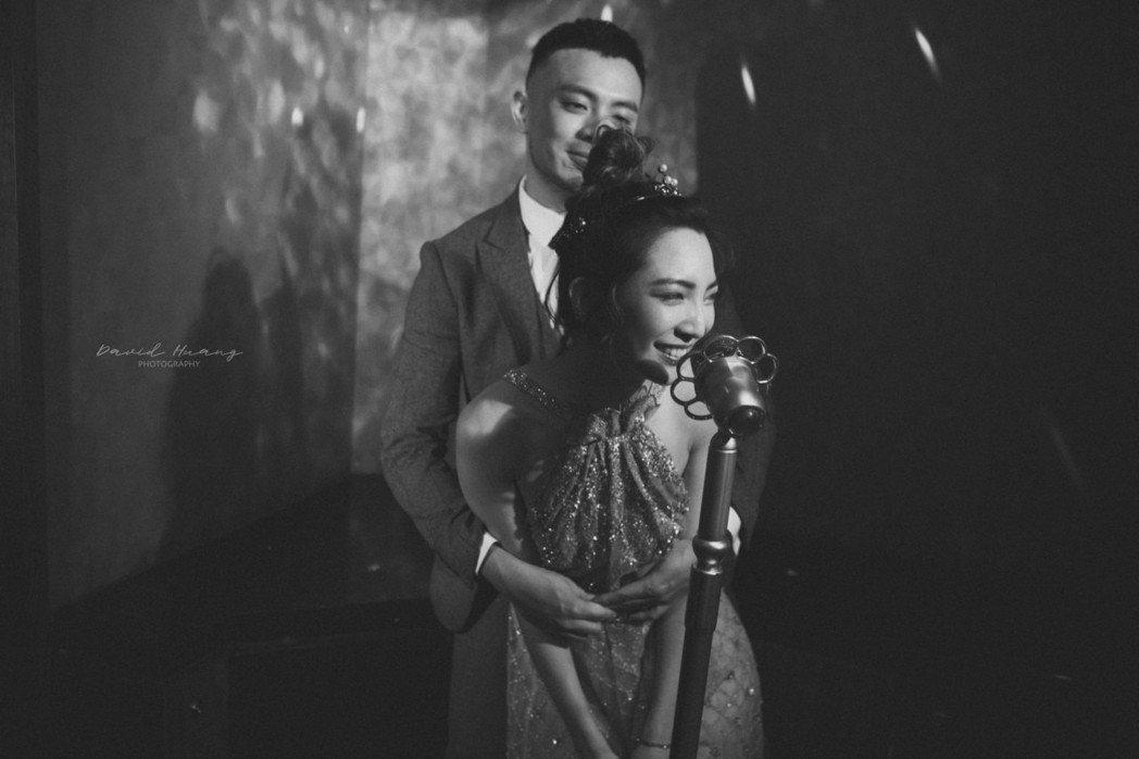高雋雅和老公Edward回到相識KTV拍婚紗照。圖/海納百川提供
