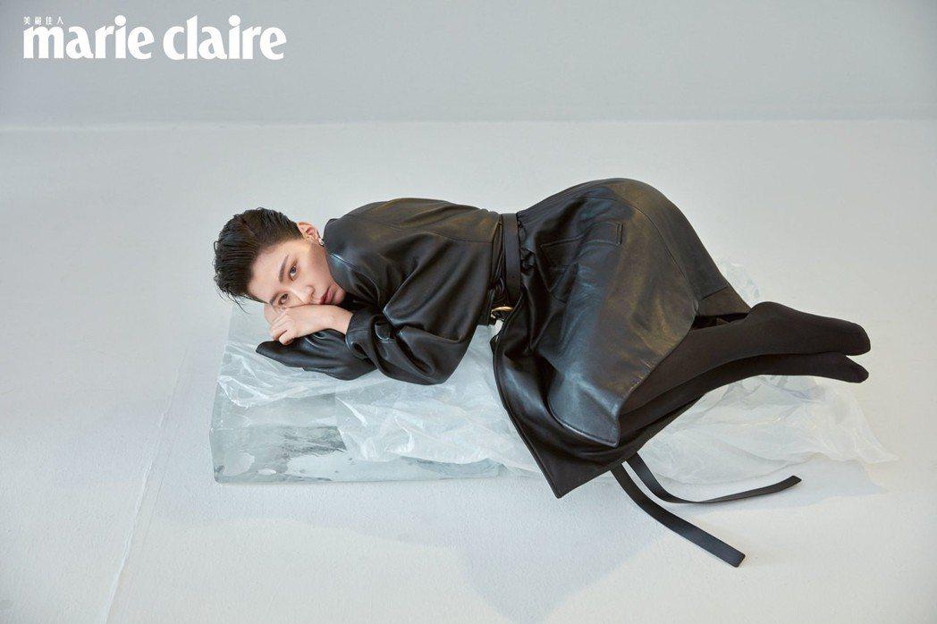 賈靜雯自稱拍攝雜誌封面「帥到分手」。圖/Marie Claire 美麗佳人提供