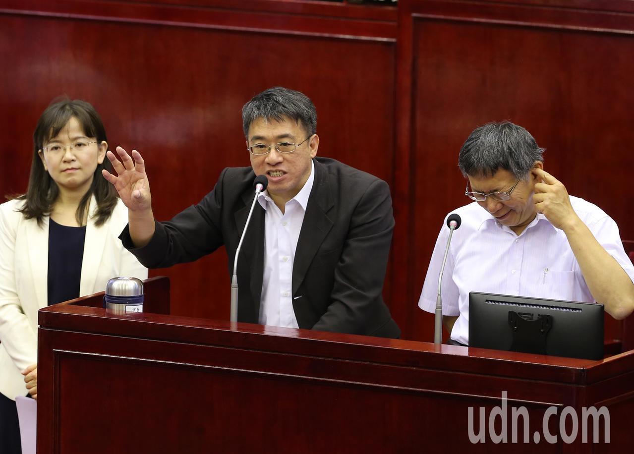 北市副秘書長陳志銘(中)。記者徐兆玄/攝影