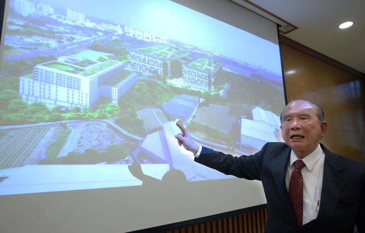 義联集團創辦人林義守說明「湖內工商綜合區」開發計畫。記者劉學聖/攝影