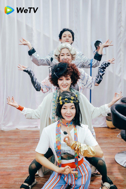 小S(從前至後)、范曉萱、小S、大S在「我們是真正的朋友」準備演唱會造型搞怪。圖