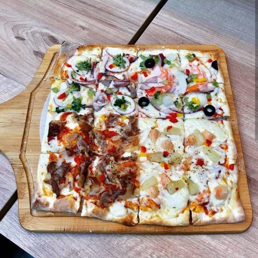方形披薩看了讓人垂涎三尺。IG @moelebear 提供