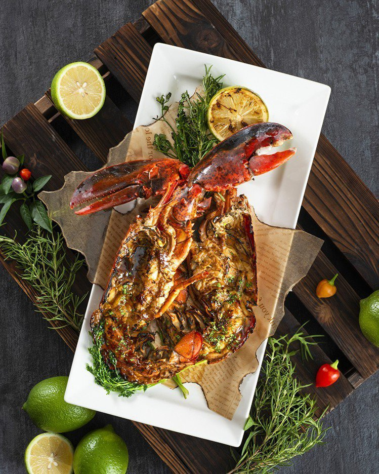 遠東Cafe自助餐廳用餐,可以599元加購龍蝦。圖/遠東Cafe提供