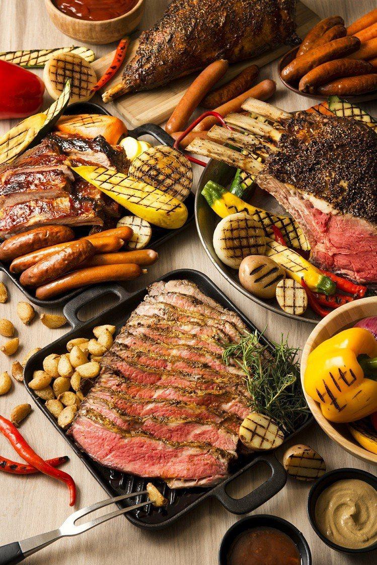 遠東Cafe自助餐廳推出夏日美式炭烤派對,用餐再抽機票。圖/遠東Cafe提供