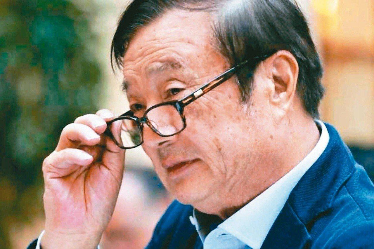 美國彭博社記者近日披露照片顯示,華為創始人任正非的辦公桌放有一本中文版「美國陷阱...