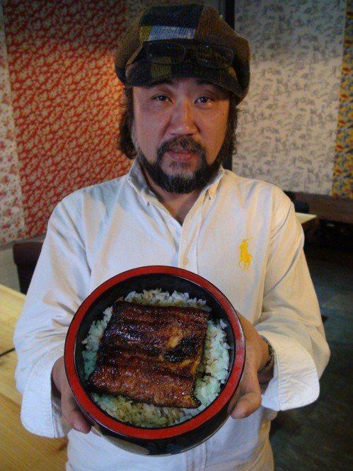 旅居台灣多年的日籍人士中山迅,在台中開設「日月水台」日本料理,餐廳定位為「一家吃...