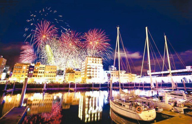 有別於只能在虹橋畔下欣賞璀璨的煙火,特地精心為會員設計夜間海上遊艇活動,顛覆傳統...