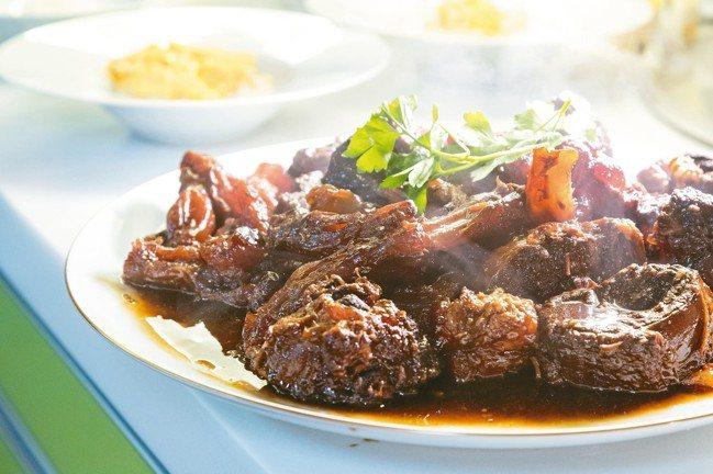 紅燒牛肉是宣一宴代表菜品。 陳立凱/攝影