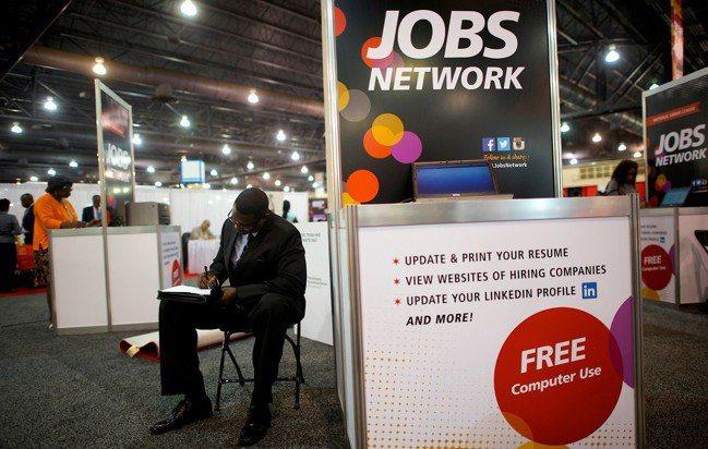 就業只是福祉的一個面向,在當前的世界裡,這遠遠不夠。 路透