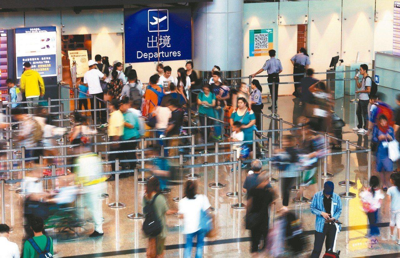旅行業希望長榮空服對罷工能三思,同時建議已訂位旅客快買旅遊不便險。 圖/聯合報系...