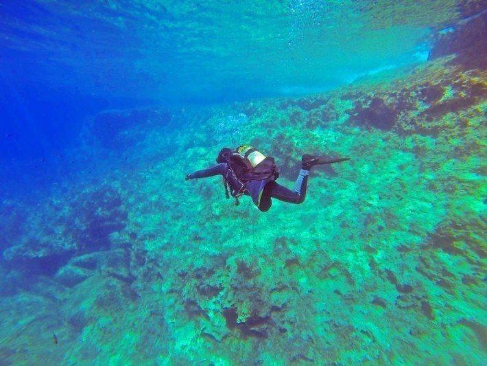 圖說/一群深海潛水員在阿拉伯海的海床上收集大量垃圾。 圖片/Pixabay